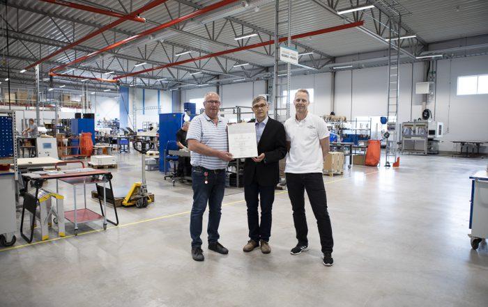 ISO-diplomet på plats i nya anläggningen